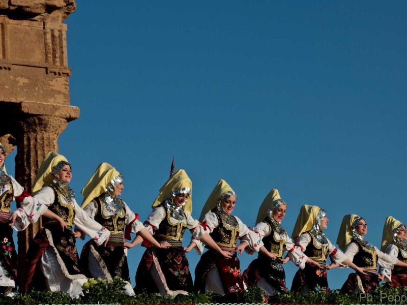 festa nella Valle dei Templi per la fioritura a marzo dei mandorli